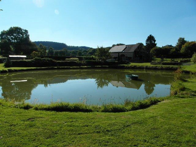 De groepsaccommodatie L'Ensemble voor 20 personen met zwembad en jacuzzi te Sclasine in de Belgische Ardennen..