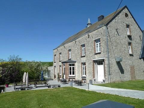 De groepsaccommodatie Grand Duc voor 32 personen met zwembad, jacuzzi, sauna te Forriere in de Belgische Ardennen.